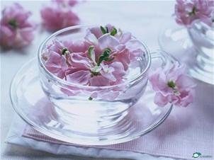 桃花泡茶 喝出苗条身段