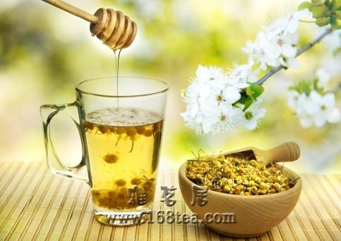 老中医:夏季消暑多喝茶水加蜂蜜
