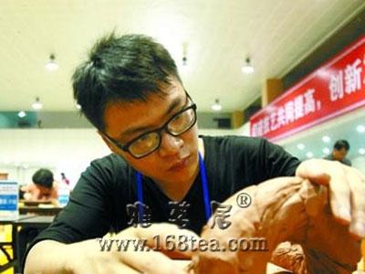 钦州美术陶瓷技艺大赛开幕 搭建平台促发展