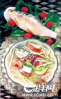 鲜鱼配豆腐 补钙又养颜