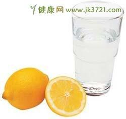 喝柠檬汁能防治结石