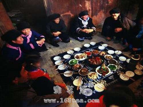 土家族:坐席规矩显礼貌|土家族文化
