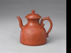 清乾隆宜兴窑紫砂泥绘纹茶壶