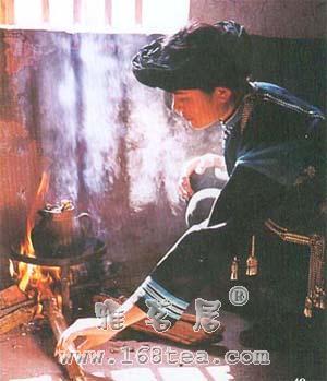 云南茶俗瓦罐烤茶百抖茶介绍