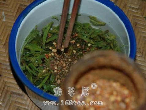 云南少数名族茶俗:基诺族的凉拌茶