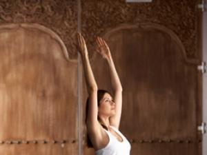 拉筋治疗腰椎错位及病例
